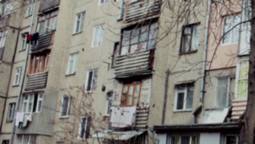 Foto: Scene de groază în capitală! Trei cadavre în stare de putrefacție au fost descoperite într-un apartament din sectorul Rîșcani