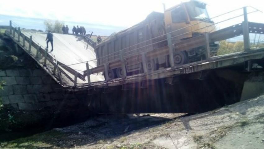 Foto: Două persoane au decedat și cinci au fost rănite în urma prăbușirii unui pod, în Rusia