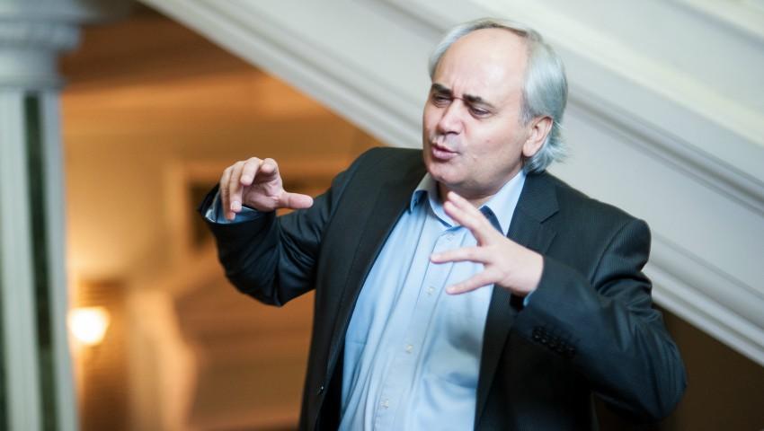 """Foto: Actorul şi regizorul Petru Hadârcă a fost decorat de Klaus Iohannis cu Ordinul """"Meritul Cultural""""!"""