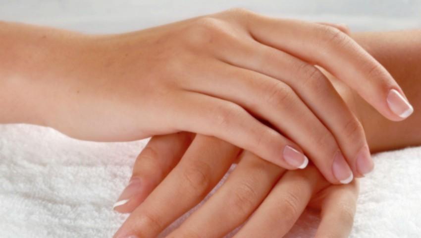 Foto: Mâini uscate şi crăpate? Iată cea mai bună soluție!