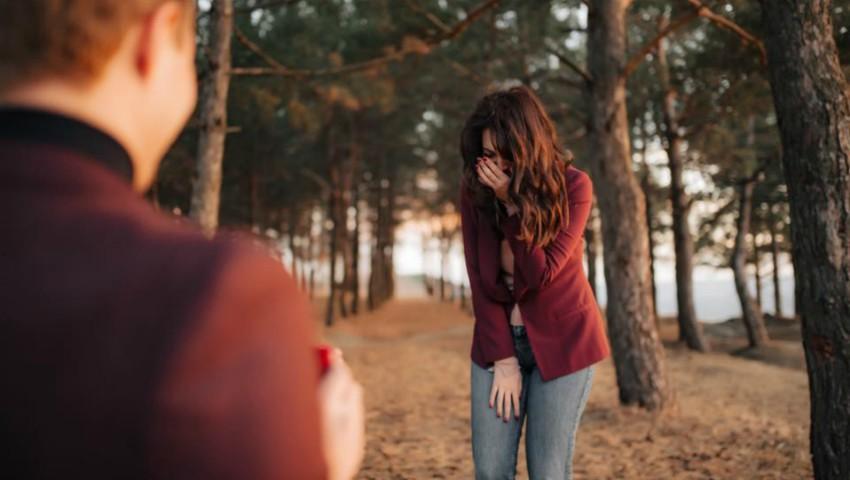 Foto: O interpretă de la noi a fost cerută în căsătorie! Vezi cât de romantic și creativ a surprins-o iubitul