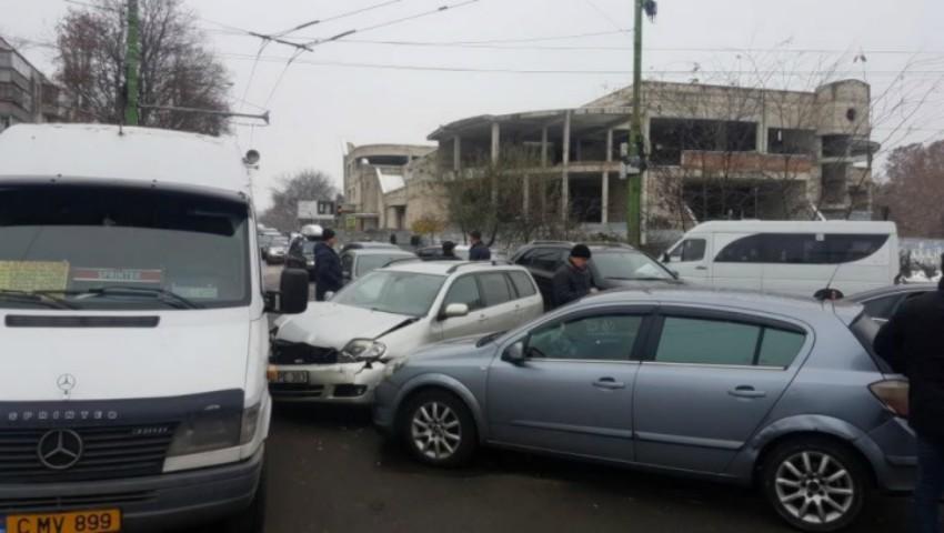 Foto: Accident în lanț în sectorul Botanica: cinci mașini au fost avariate