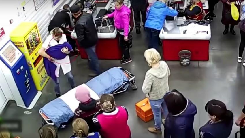 Foto: O femeie din Rusia a născut în magazin. Nașterea s-a declanșat fulgerător. Video!
