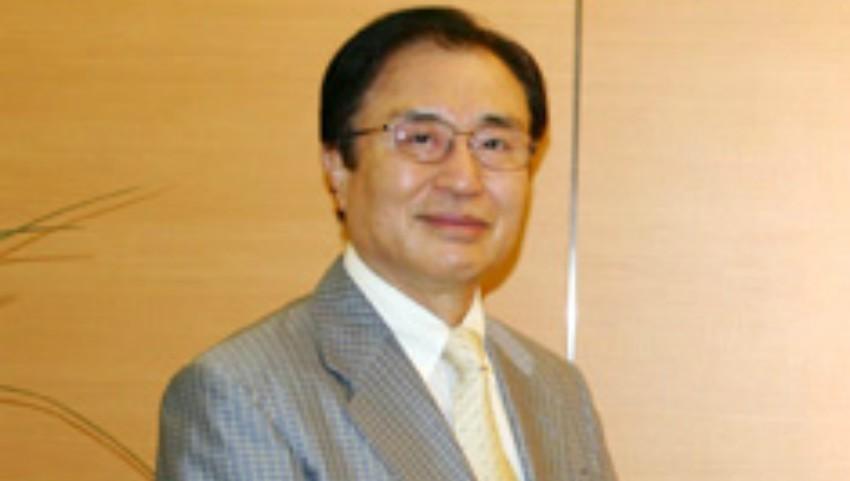 """Foto: Celebrul gastrolog japonez Hiromi Shinya: """"Nu mai înghițiți tone de pastile. Pentru o sănătate de fier aveți nevoie de cu totul altceva"""""""