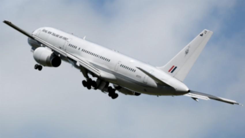 Foto: Un avion a aterizat de urgenţă. Mai multe persoane au fost rănite