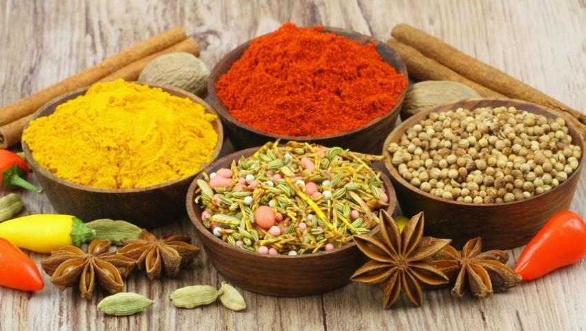 Recomandări: Cum să folosești corect condimentele în mâncare