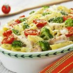 Foto: O cină delicioasă! Paste cu pui și broccoli la cuptor
