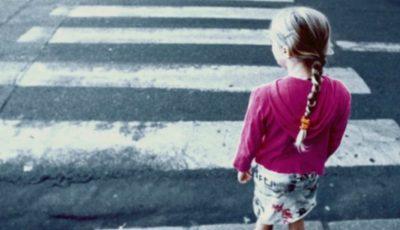 O fetiță de 6 ani s-a rătăcit în sectorul Telecentru. Cum au găsit-o părinții