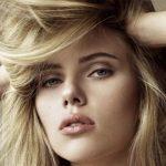 Foto: Scarlett Johansson a ieșit cu părul ud pe stradă