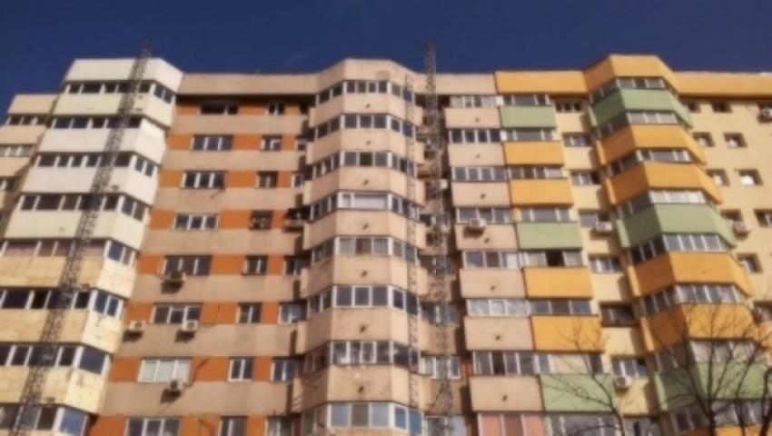 Foto: O femeie de 48 de ani din Capitală s-a aruncat în gol de la etajul nouă. Aceasta avea mai multe credite la bancă