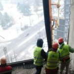 Foto: A fost restabilit cel de-al treilea planșeu, dintre etajele 15 și 16, ale blocului afectat de explozie. Vezi mai multe imagini