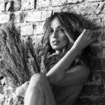 Foto: Andreea Raicu a pozat nud la 41 de ani. Pozele fac senzație în mediul virtual