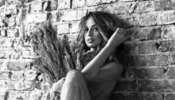 Andreea Raicu a pozat nud la 41 de ani. Pozele fac senzație în mediul virtual