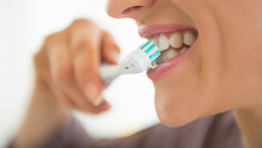 Foto: Ce părere au stomatologii despre periuțele de dinți electrice