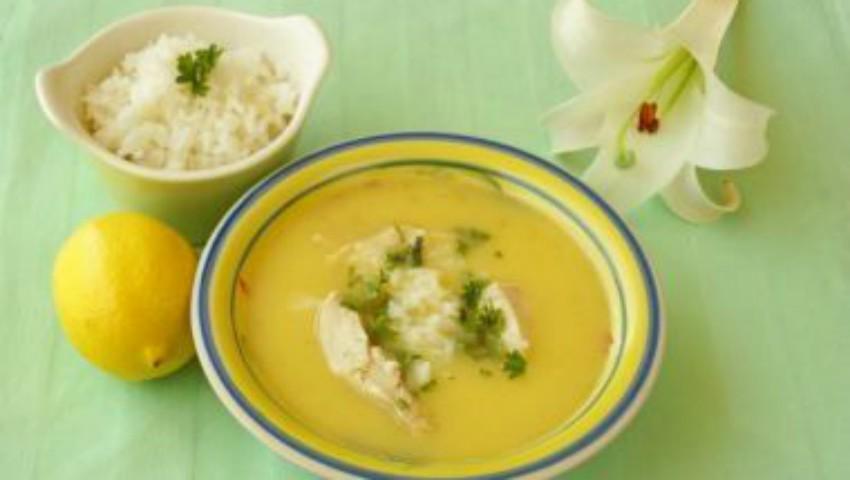 Foto: Supă grecească de pui cu lămâie! O rețetă care te încălzește în zielele răcoroase
