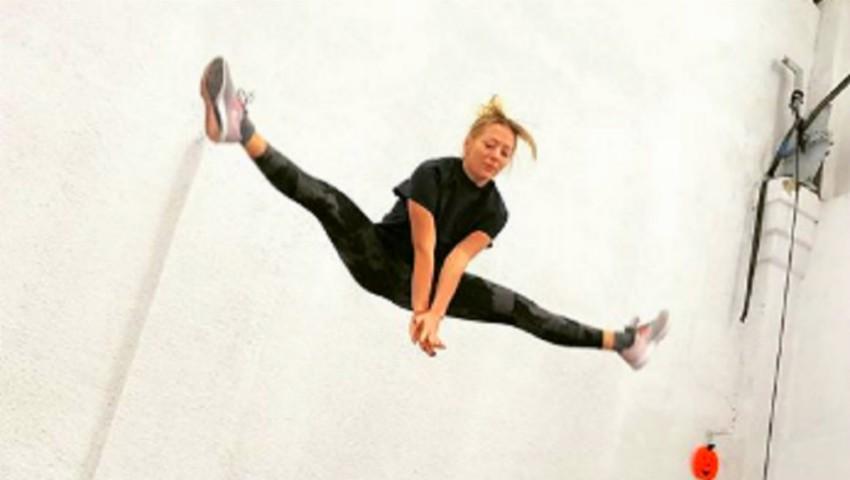 Foto: O adevărată acrobată! Delia se pregătește pentru concertele de la Sala Palatului