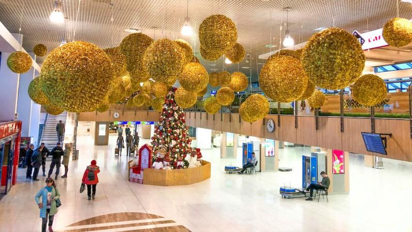 Foto: Aeroportul Internațional Chișinău a fost decorat de Sărbători. Foto