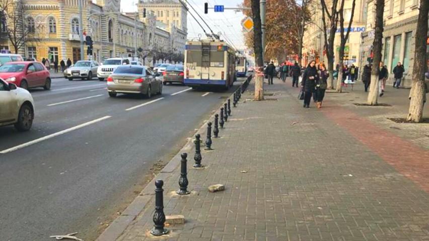 Foto: Șoferii nu vor mai putea parca mașinile pe bulevardul Ștefan cel Mare