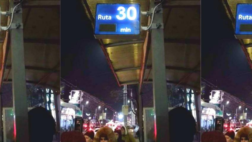 Foto: În Chișinău a apărut un panou electric care arată numărul troleibuzului ce sosește în stație