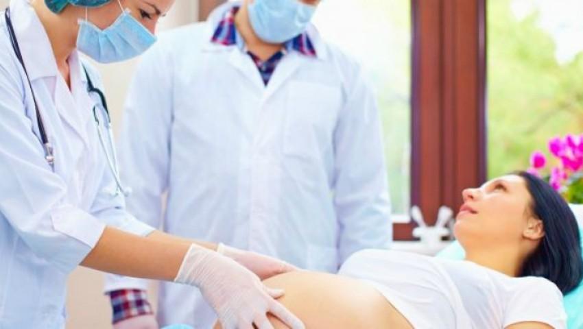 Ai știut că o gumă de mestecat poate repune în funcţiune activitatea intestinală de după cezariană?