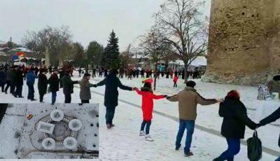 """Video spectaculos! Sorocenii au încins """"Hora Unirii"""" în jurul Cetății Soroca"""