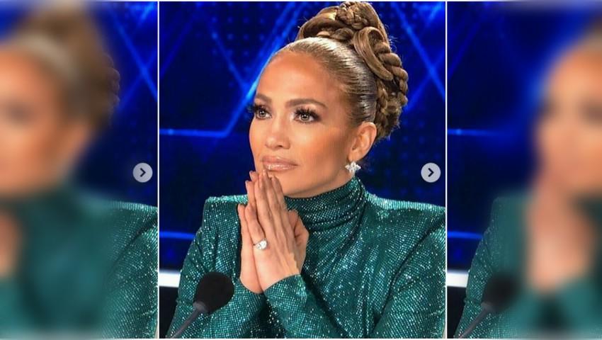 Jennifer Lopez, răvășitoare! A îmbrăcat o rochie cu despicătură adâncă, la aproape 50 de ani
