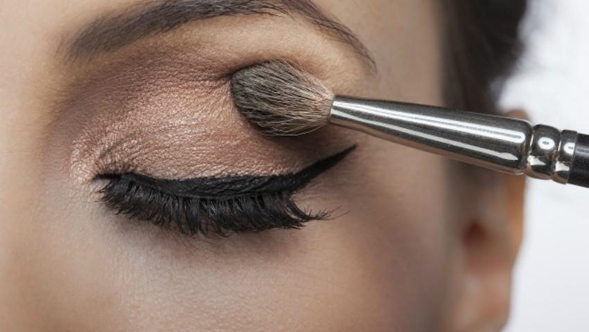 8 trucuri de machiaj care îți vor schimba complet look-ul
