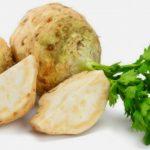 Foto: Salată de țelină cu nuci