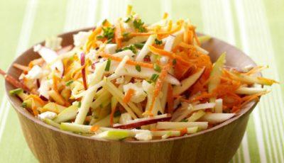 Salată-medicament din mere, morcovi și nuci