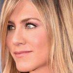 Foto: Un truc simplu pentru o aplicare perfectă a rujului recomandat de actrița Jenifer Aniston