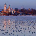 """Foto: Imagini spectaculoase! Mii de flori de gheață ,,au înflorit"""" pe un lac din Rusia"""
