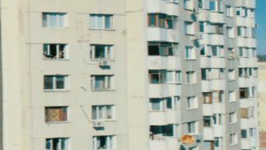 Foto: Locătarii din blocul explodat din sectorul Râşcani revin la casele lor