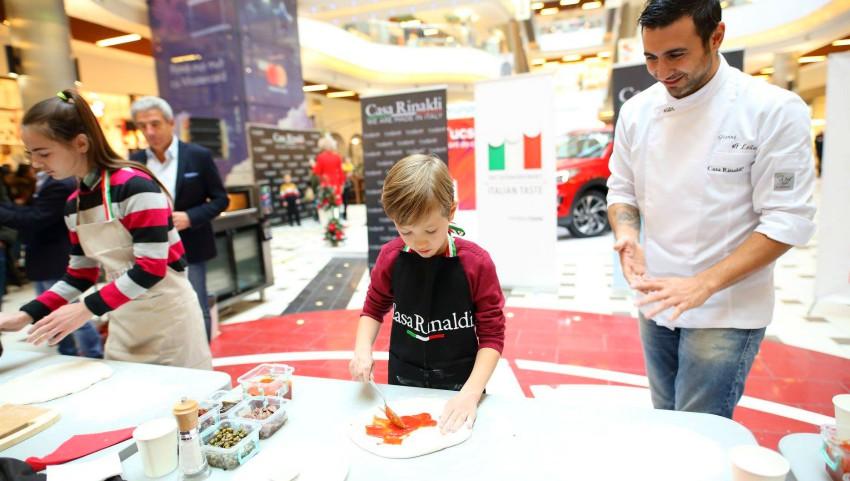 """Foto: MasterChef Pizza – ,,Cel mai mic și bun pizzar"""" la evenimentul organizat de Casa Rinaldi a fost Răzvan Cujba, în vârstă de 7 anișori"""