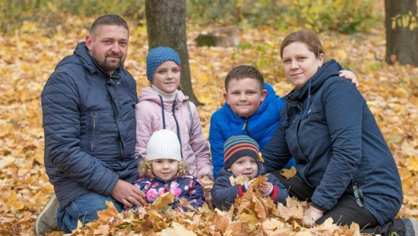 O tânără mamă a patru copii luptă cu cancerul și are nevoie de ajutor