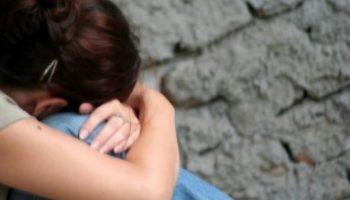 Un tată și-a lăsat ambele fiice minore gravide. Ce pedeapsă riscă