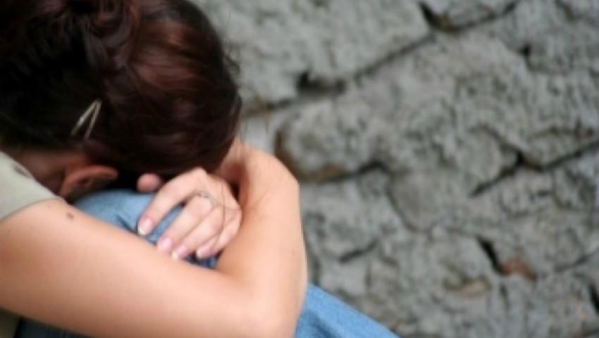 Foto: Un tată și-a lăsat ambele fiice minore gravide. Ce pedeapsă riscă