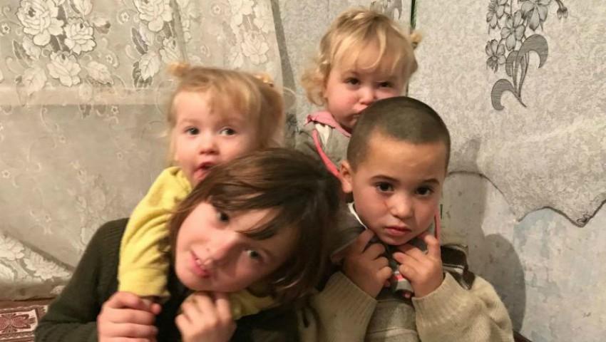 Foto: Patru copii din Ciobanovca au nevoie de ajutor! Nu au lemne de foc, haine și mâncare