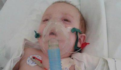 Apel de ajutor! Această fetiță s-a aflat în comă aproximativ un an, după ce a fost lovită de un microbuz când se afla în brațele mamei care traversa strada