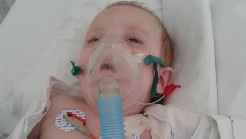 Foto: Apel de ajutor! Această fetiță s-a aflat în comă aproximativ un an, după ce a fost lovită de un microbuz când se afla în brațele mamei care traversa strada