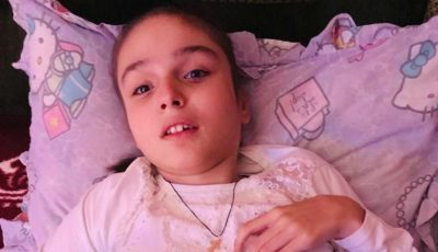 Boala crâncenă a imobilizat-o în scaunul cu rotile, iar fiecare zi este un chin și o durere pentru Maria și mama ei