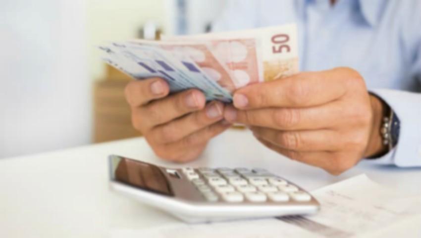 Foto: Moldovenii din Italia care trimit bani acasă vor trebui să plătească anumite taxe statului italian