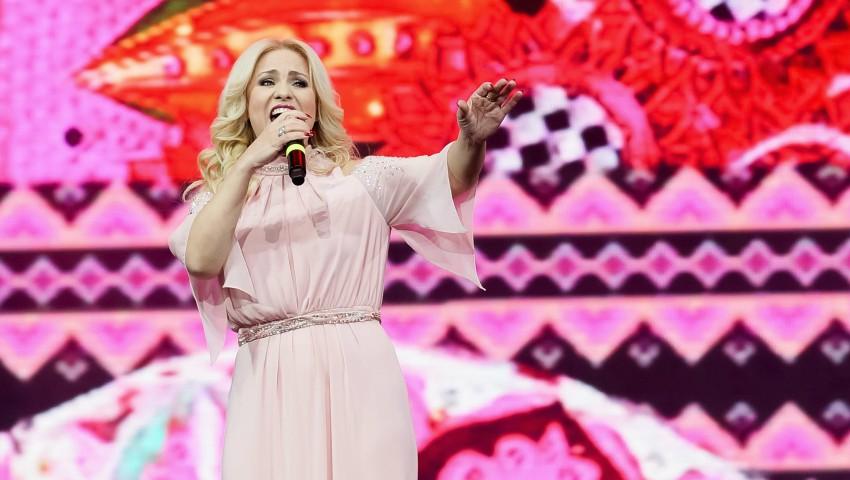Foto: Interpreta Nelly Ciobanu, premiată pentru înaltă prestație artistică și promovarea imaginii Republicii Moldova pe plan național și internațional
