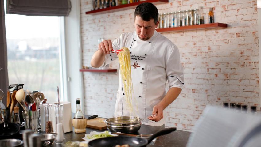 Foto: Marian Danu, bucătarul creativ care visează să educe gustul pentru bucătăria autentică