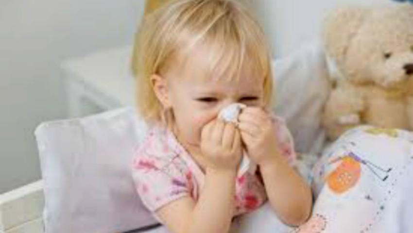 """Foto: Medic: ,,I-ai dat copilului antibiotic din prima zi de răceală, ai greșit!"""""""