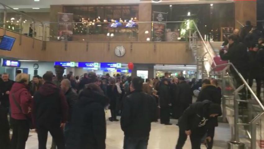 Foto: Probleme serioase la Aeroportul Chișinău. Activitatea este stopată complet din cauza ceții dense