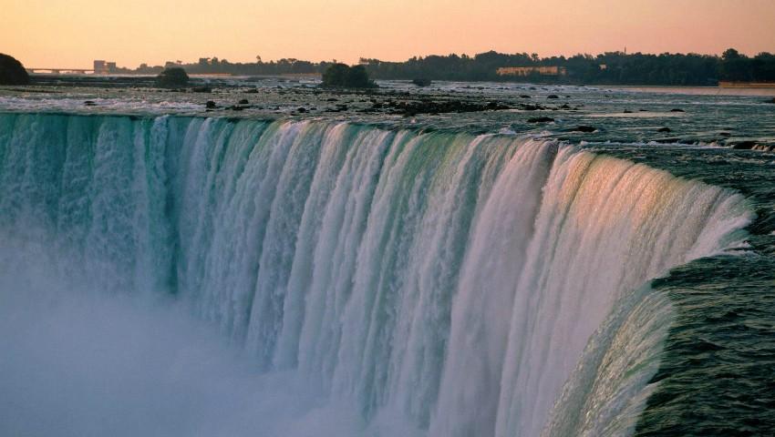 Foto: Imagini uluitoare! Cascada Niagara a îngheţat parţial