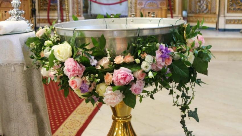 Botezul copilului: 10 sfaturi utile de la părintele Maxim Melinti