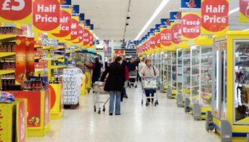 Mai multe lanțuri de magazine au primit amenzi uriașe pentru că s-au înțeles să umfle prețurile