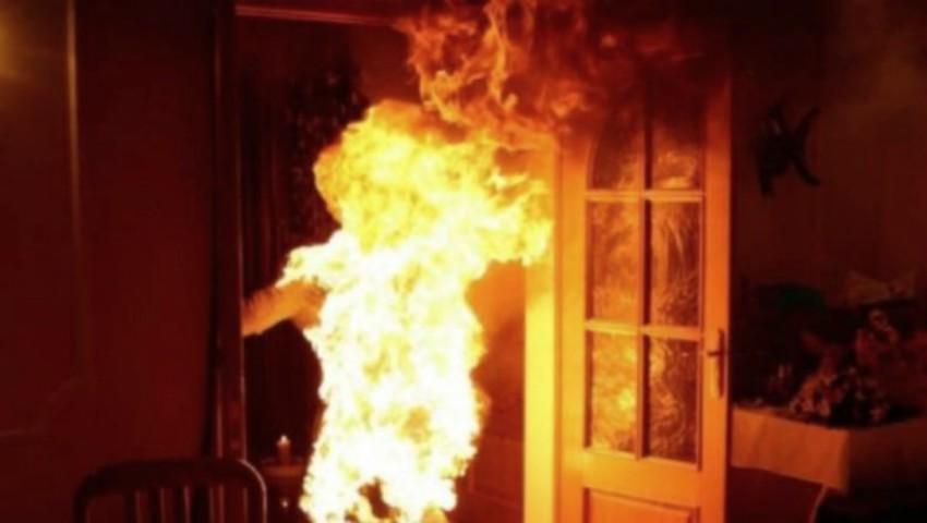 Foto: Un moldovean și-a dat foc în pragul casei fostei soţii. Motivul gestului disperat