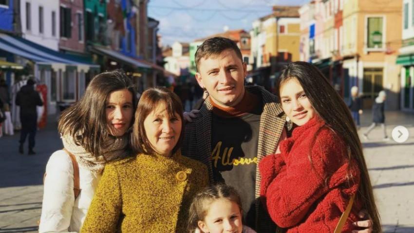 Foto: Surpriză de sărbători pentru cei dragi. Emilian Crețu și-a dus mama și surorile la Veneția!